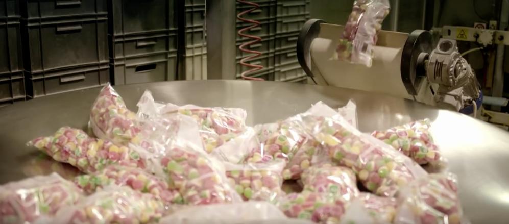 9c0e1375cde3 Un video muestra el lado tétrico de la fabricación de gomitas dulces ...